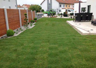 Fertige Gartengestaltung durch den Fachbetrieb Gartenreich Patrick Schwab in Landau/Isar aus einer anderen Perspektive