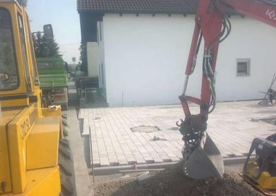 Pflsterarbeiten Gartengestaltung durch den Fachbetrieb Gartenreich Patrick Schwab in Landau/Isar aus einem anderen Blickwinkel