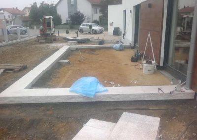 Terrassenbau in der Anfangsphase durch den Fachbetrieb Gartenreich Patrick Schwab in Landau/Isar